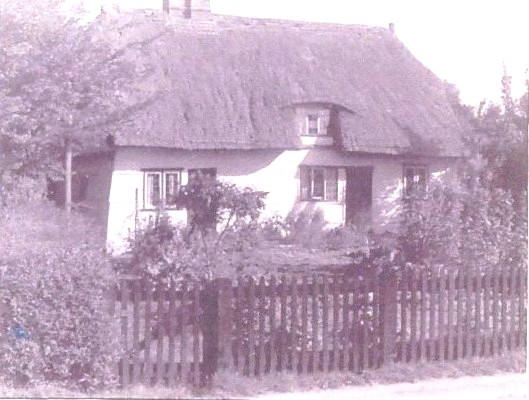 Bury Cottage in 1948 prior to re-thatching
